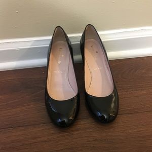 Size 6 Kate Spade Pumps👠👠👠 with gold accent!!